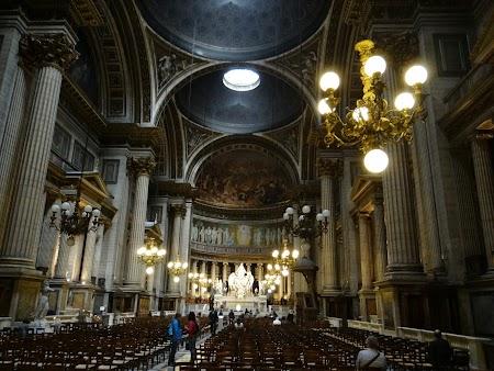 Obiective turistice Franta: Biserica La Medeleine