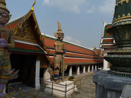 Imagini Bangkok: gardienii giganti