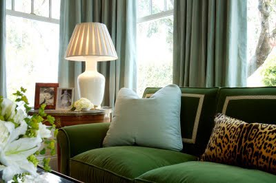 This emerald green couch is so geometric and plush. The light teal pillow is a softening touch. (paloma81.blogspot.com)
