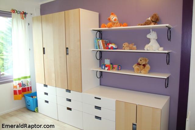 Hyller, skuffer og skap på barnerommet