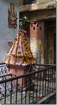 varanasi  001petit temple de rue