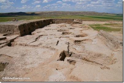 Ziyaret Tepe, citadel Neo-Assyrian Bronze Palace with later pits, adr1005212203