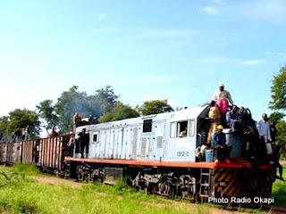 – Un train de la Société nationale de chemin de fer (SNCC)