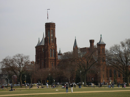 Things to do in Washington: visit Smithsonian Castle