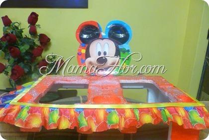 Fuente de brochetas mickey mouse con reciclaje
