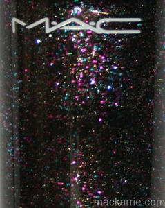 c_EverythingThatGlittersNailLacquerMAC1