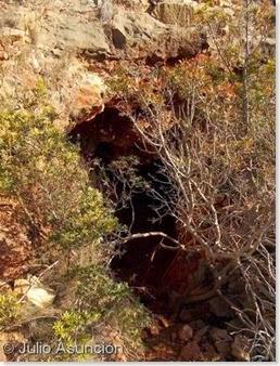 Minas de ocre del Albir - Entrada a una de las cavidades