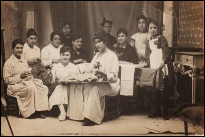 costureras-bordadoras en el Cabanyal-Canyamelar 1900 fotografiadas por Cayuela