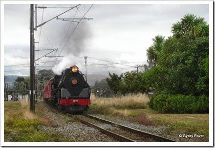 1271 steaming through Bunnythorpe.