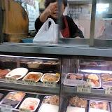 弁当屋。昼食や夕食に買って食べる。