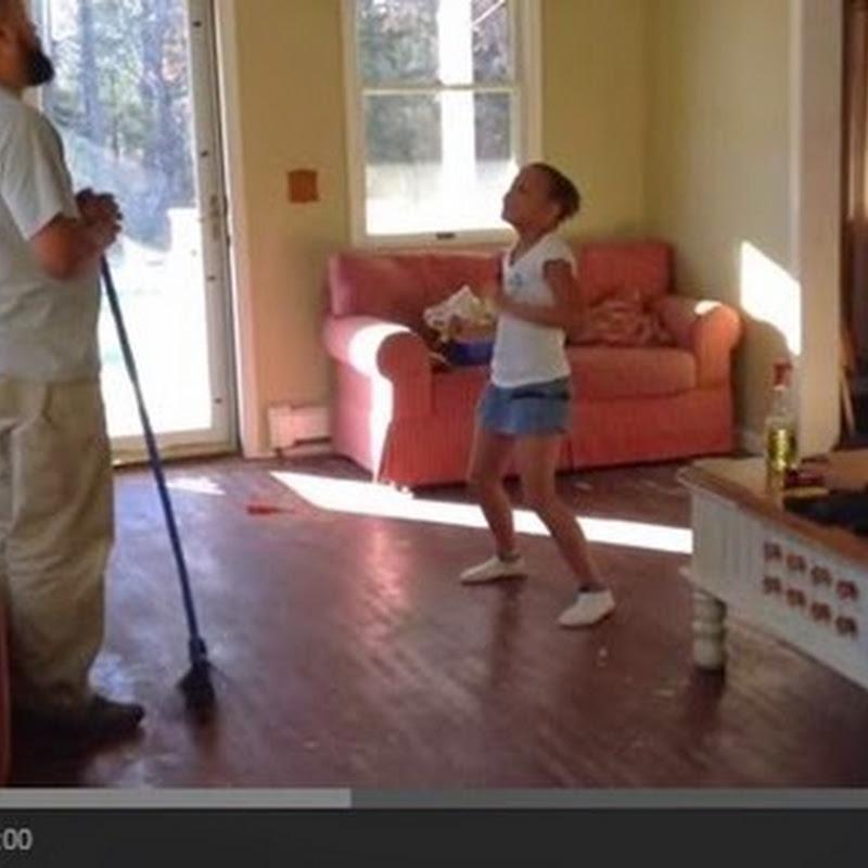 Πατέρας και κόρη σε μάχη χορού