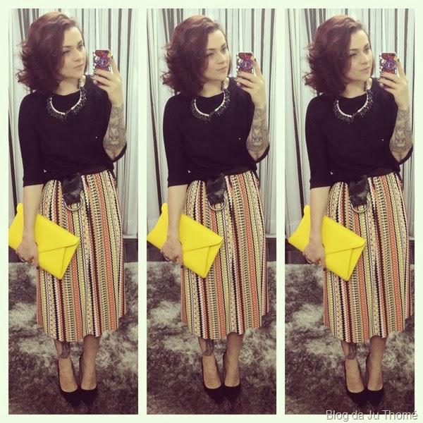look saia midi estampa etnica, tricot preto e carteira amarela (2)