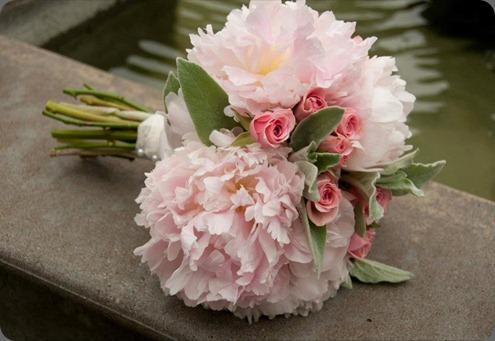 296017_215794368485821_156574431074482_605333_1675987680_n sophisticated floral designs