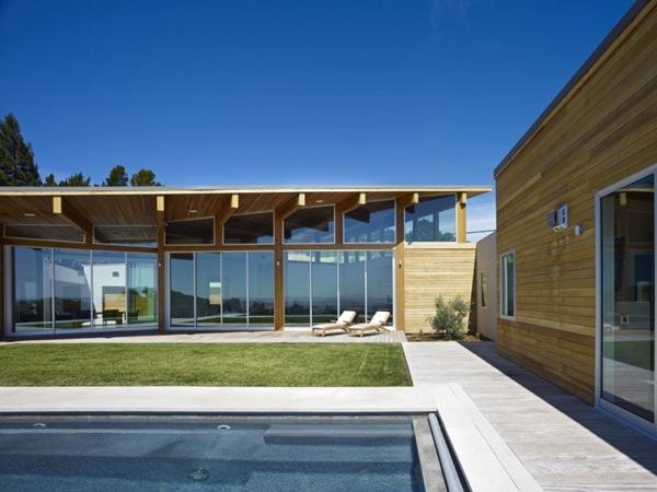 casa-de-fachada-moderna-vidriada