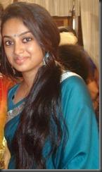 gauthami_nair_hot_in_blue saree