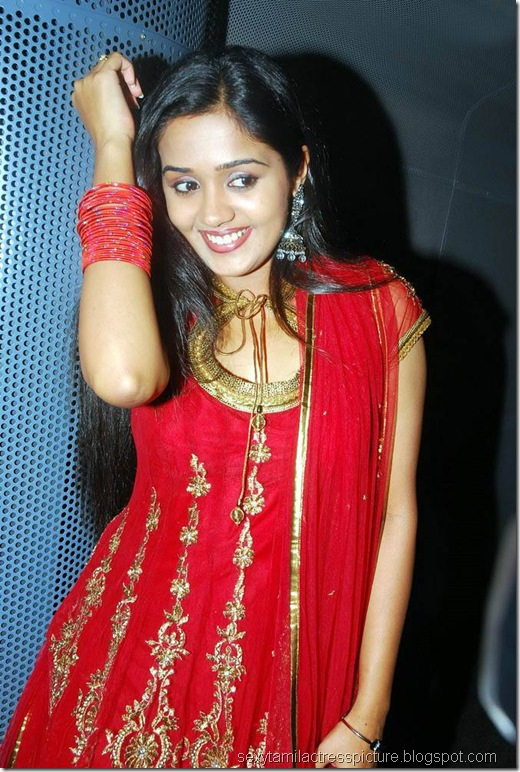 gorgeous-actress-ananya-hot-stills-01
