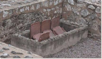Una de las tumbas del interior del Mausoleo de El Albir