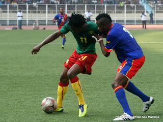 Les léopards de la RDC ( rouge-bleu) contre Les lions indomptables du Cameroun(vert-rouge) le 7/10/2011 au stade des martyrs à Kinshasa, score :2-3. Radio Okapi/ Ph. Apo Matongo