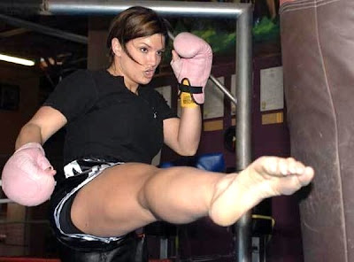 female-thai-boxer