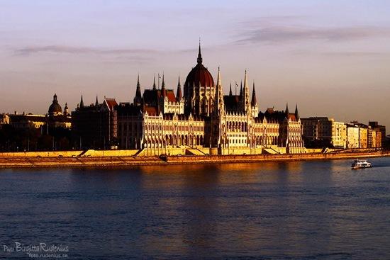 260_20110916_parlament