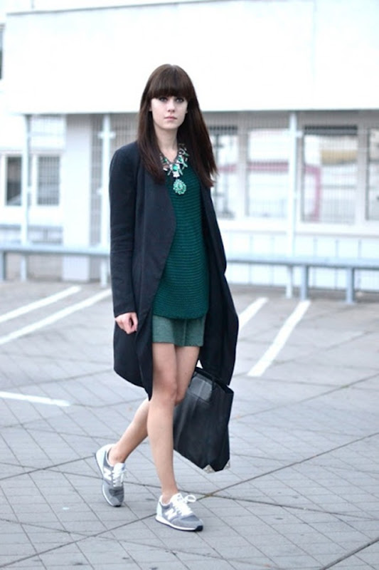 grey-new balance-sneakers-street style