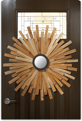 door-wooden-sunburst-wreath