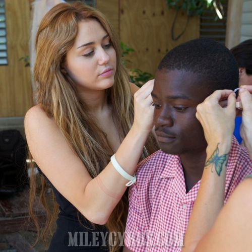 rare-and-unseen-pictures-of-miley-cyrus