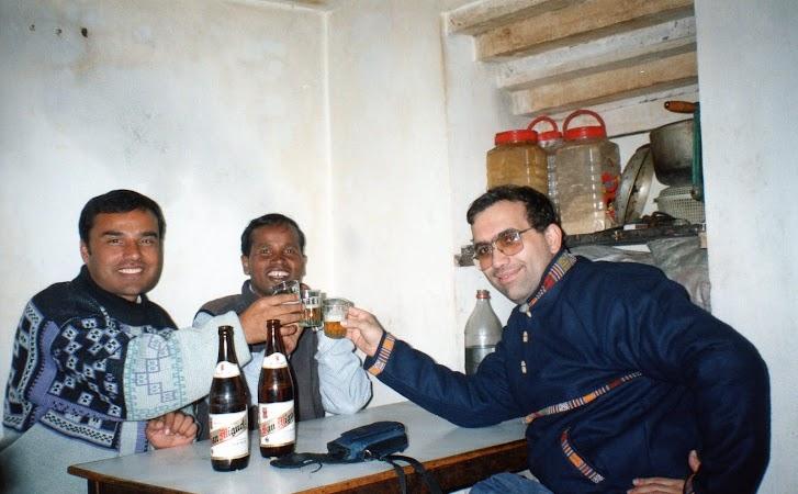 Imagini Nepal: cu ghizii la carciuma in Kathmandu