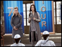 catching-fire-katniss-peeta-nov-2013-2