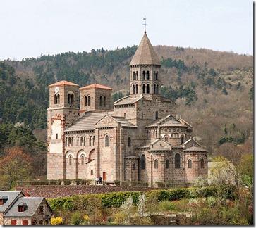 671px-Notre-Dame-du-Mont-Cornadore,_Saint-Nectaire