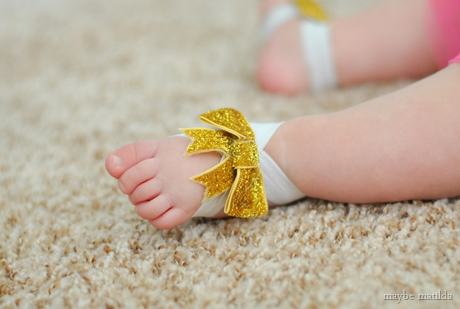 DIY no-sew barefoot baby sandals tutorial