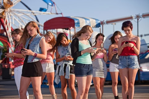 Phubbing: Ignorar a la persona que tienes al frente por revisar tu smartphone