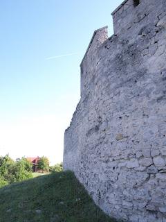 fragment muru okalajacego
