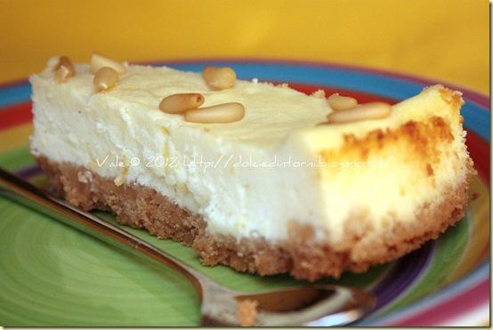 Cheesecake al cioccolato bianco e pinoli