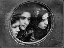 Ruth_Orkin_Jewish_Refugees_at_Lydda_Airport_Tel_Aviv_1951