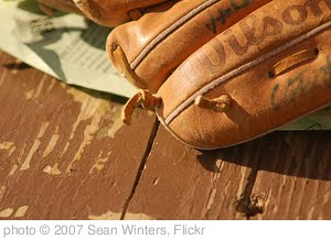 'baseball glove' photo (c) 2007, Sean Winters - license: http://creativecommons.org/licenses/by-sa/2.0/