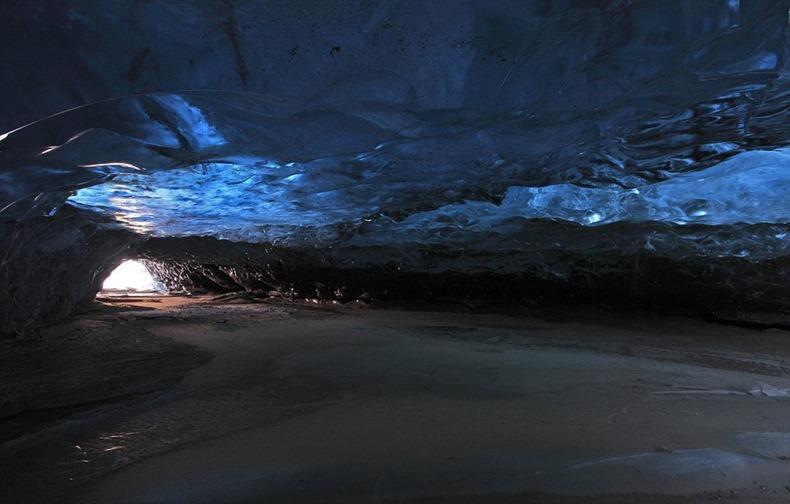 Skaftafell-ice-cave-5