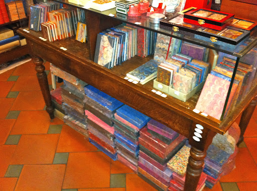 One of my favorite items at Il Papiro is the classic, marbleized journal.