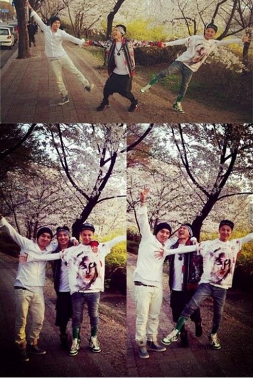 G-Dragon passeia pelas cerejeiras.jpg
