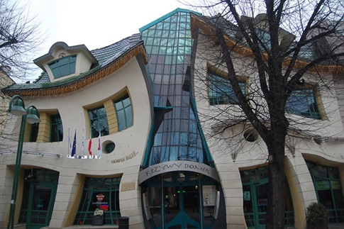 02. The Crooked House (Sopot, Polonia)