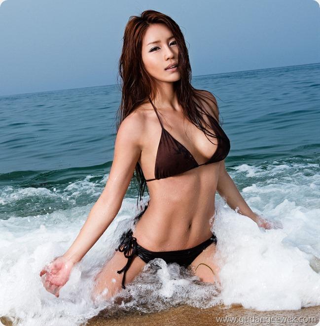Park Si Hyun Bikini (7)