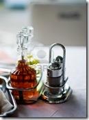 5915874-tutti-gli-elementi-di-base-sul-tavolo-ristorante--olio-aceto-sale-pepe