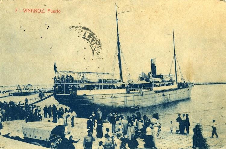 El vapor FRANCOLI en el puerto de Vinaroz..Postal.jpg