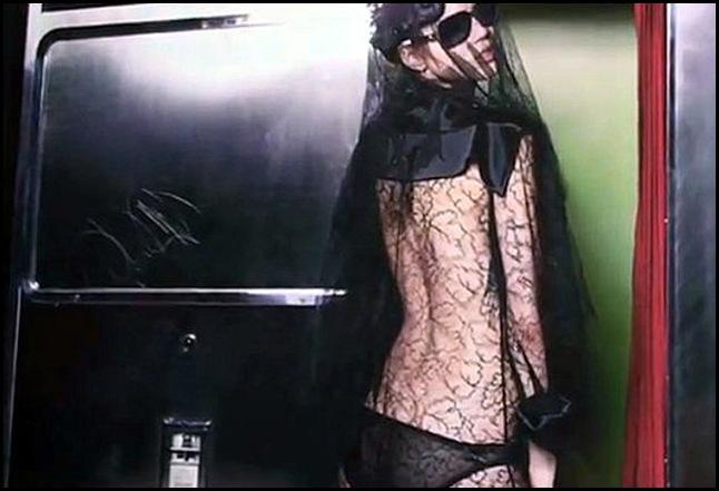 Chanel-Fall-2011-1