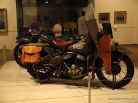 Uralte Weltkriegs Harley und BMW im War Memorial Museum in Canberra