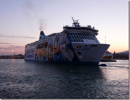 800px-Ferry_Moby_Wonder_in_Livorno_on_22_Feb_2011