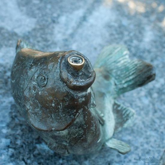 statue_20110911_fish
