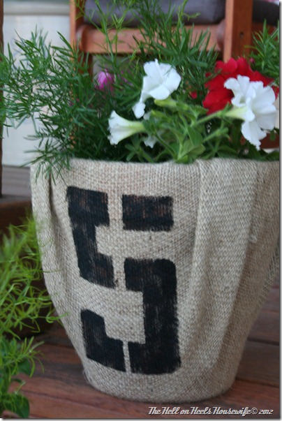 porch and burlap pots 040