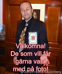 DSC02491.JPG Fredrik mörk kostym skjorta slips. Text de som vill får gärna vara med på foto amorism
