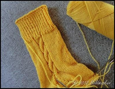 gul strømpe 001